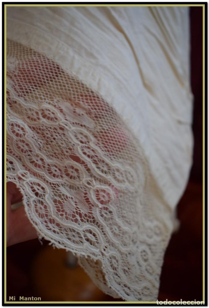 Antigüedades: Alba de adulto plisada en hilo y Roquete infantil lisado con bellos encajes los dos. - Foto 4 - 142735902