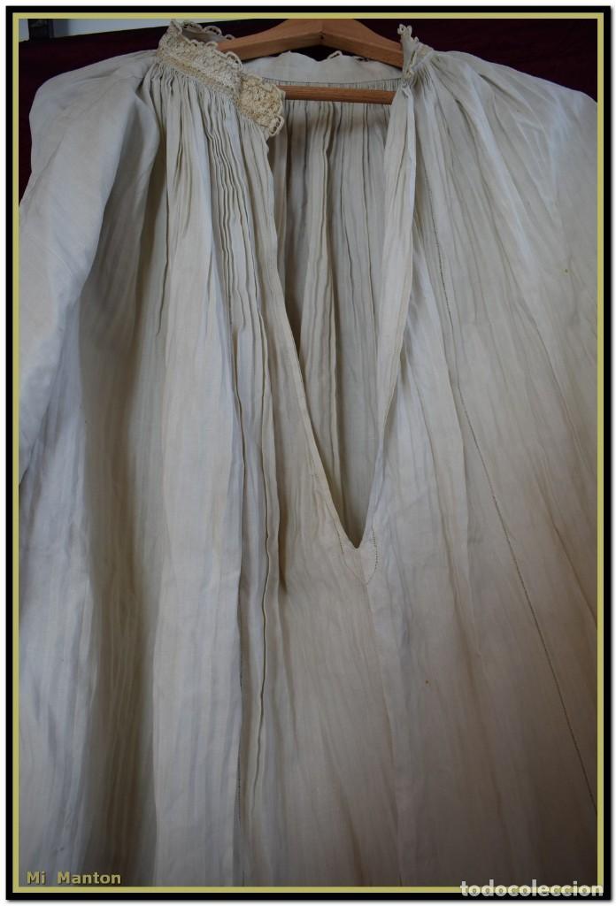 Antigüedades: Alba de adulto plisada en hilo y Roquete infantil lisado con bellos encajes los dos. - Foto 6 - 142735902