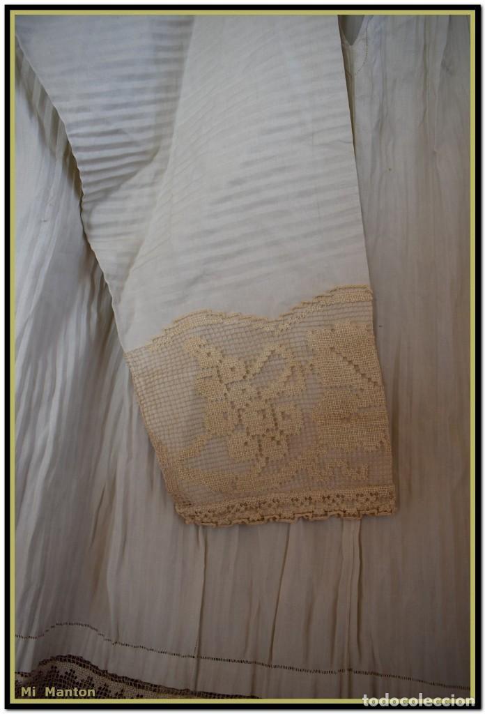 Antigüedades: Alba de adulto plisada en hilo y Roquete infantil lisado con bellos encajes los dos. - Foto 7 - 142735902