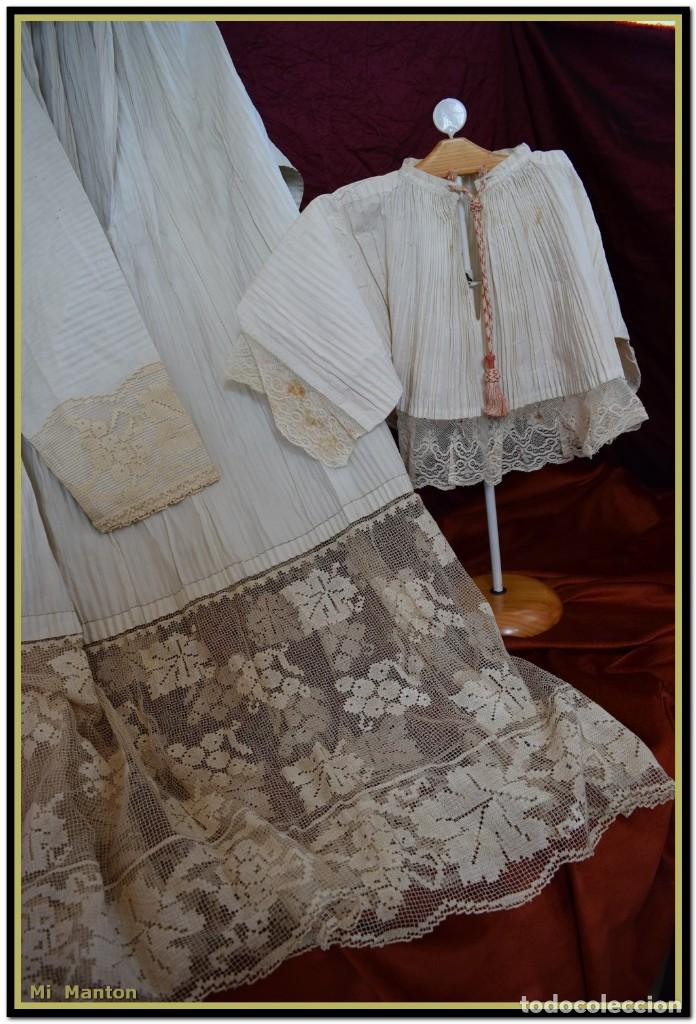Antigüedades: Alba de adulto plisada en hilo y Roquete infantil lisado con bellos encajes los dos. - Foto 9 - 142735902