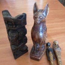 Antigüedades: FIGURA TALLADA DE MADERA OTRA PARECE MARMO Y 2 PLUMAS. Lote 142780262