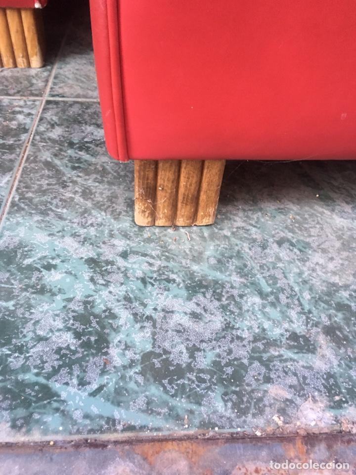 Antigüedades: Conjunto Sofá chesterfield más dos sillones a juego - Foto 4 - 142796032