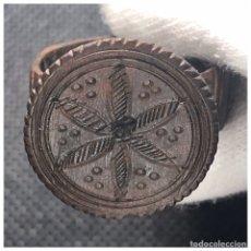 Antigüedades: ANILLO ROMANICO CON FLOR HEXAPETALA ( HOJA DE SEIS PUNTAS ). Lote 92104955