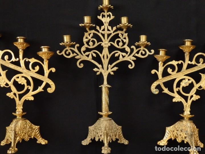 CONJUNTO DE TRES CANDELABRO DE GRANDES DIMENSIONES PARA ALTARES O CAPILLAS EN BRONCE DORADO. S. XIX. (Antigüedades - Religiosas - Ornamentos Antiguos)