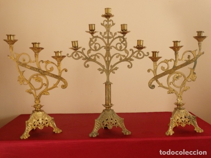 Antigüedades: Conjunto de tres candelabro de grandes dimensiones para altares o capillas en bronce dorado. S. XIX. - Foto 3 - 142824010
