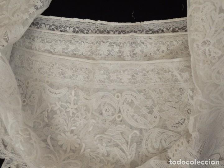 Antigüedades: Frente de altar de grandes dimensiones (480 x 35 cm) en encajes manuales. Pps. S. XX. - Foto 18 - 142825158