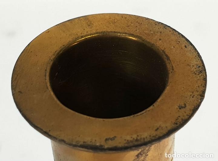 Antigüedades: CANDELABRO DE ALTAR. BRONCE. ESPAÑA. SIGLO XIX-XX. - Foto 2 - 142854254