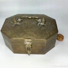 Antigüedades: ANTIGUA CAJA MOGOL. Lote 142858318