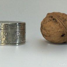 Antigüedades: CAJA PASTILLERO DE PLATA. Lote 142862538