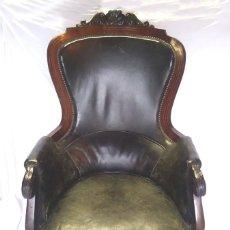 Antigüedades: SILLÓN BUTACA ISABELINA S XIX, MADERA DE CHICANDRA MARQUETERIA DE BRONCE, TAPIZADO DE ORIGEN PIEL. Lote 142881450