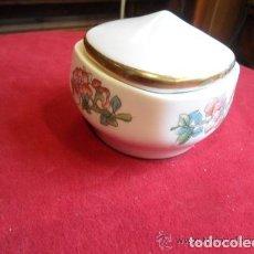 Antigüedades: CAJA DE PORCELANA DECORADA CON FLORES. Lote 142891134