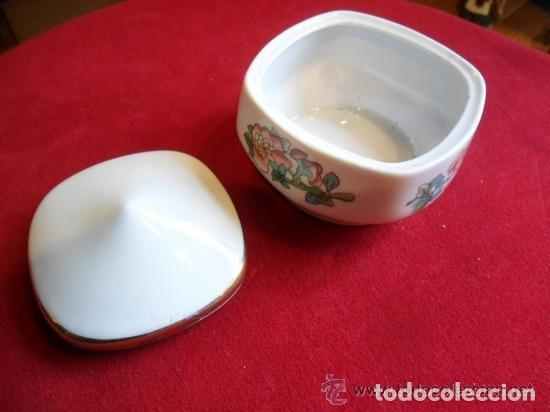 Antigüedades: CAJA DE PORCELANA DECORADA CON FLORES - Foto 3 - 142891134