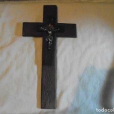 Antigüedades: CRUCIFIJO DE MADERA CRISTO DE METAL. Lote 142919110