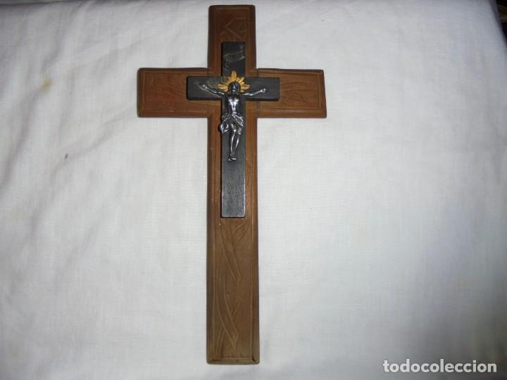 Antigüedades: CRUCIFIJO DE MADERA CRISTO DE METAL - Foto 2 - 142919110