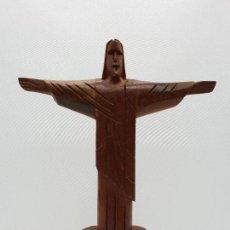Antigüedades: PRECIOSA ESCULTURA ANTIGUA DEL CRISTO REDENTOR EN RÍO DE JANEIRO TALLADA EN MADERA BRASILEÑA.. Lote 142921050