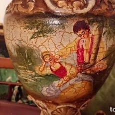 Antigüedades: ANTIGUA LÁMPARA CERÁMICA PINTADA AL ÓLEO. Lote 142927202