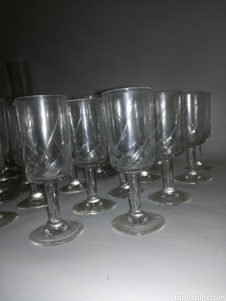 Antigüedades: Cristaleria de 48 copas varios tamaños vintage - Foto 3 - 142979134