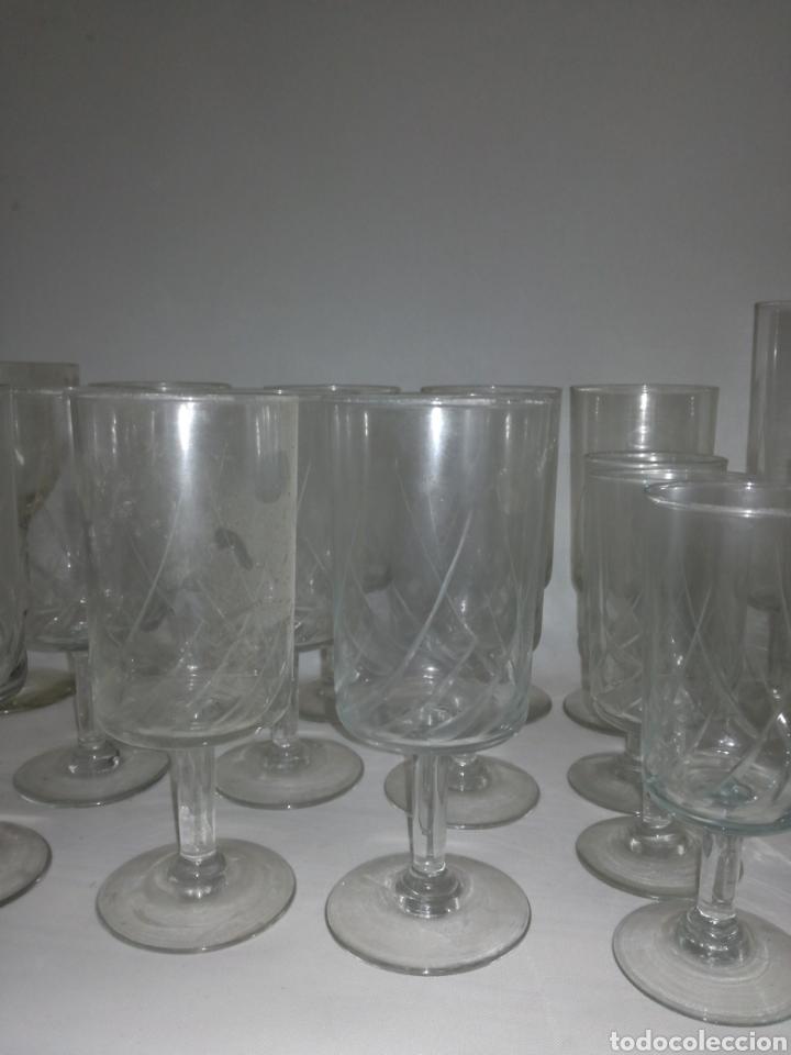 Antigüedades: Cristaleria de 48 copas varios tamaños vintage - Foto 4 - 142979134
