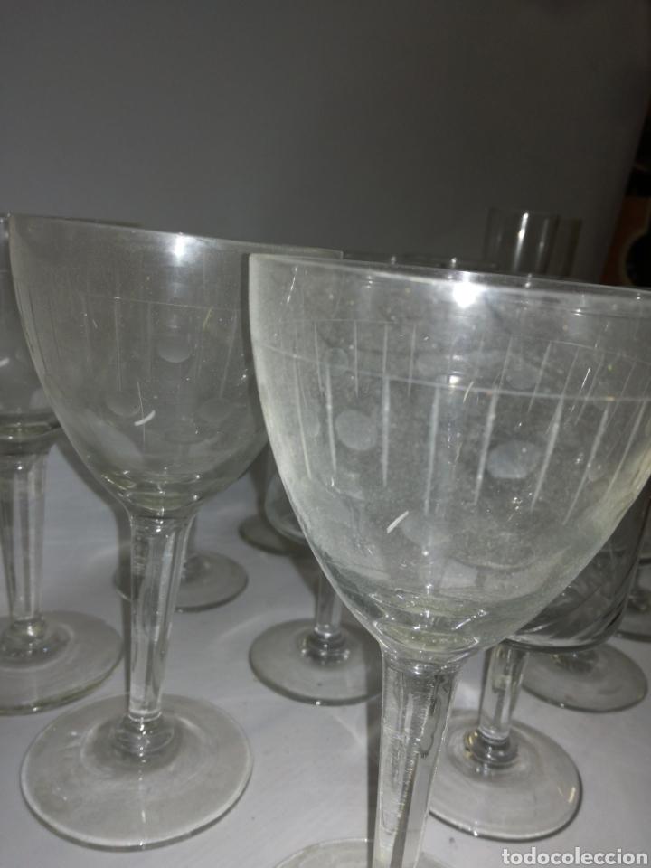 Antigüedades: Cristaleria de 48 copas varios tamaños vintage - Foto 5 - 142979134