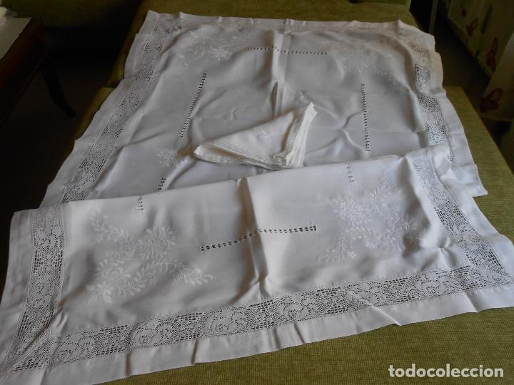 Antigüedades: PRECIOSA MANTELERIA BORDADO A MANO. 100 X 150 CM BEIGE 6 SERVILLETAS. AÑOS 80.NUEVA - Foto 6 - 222048301