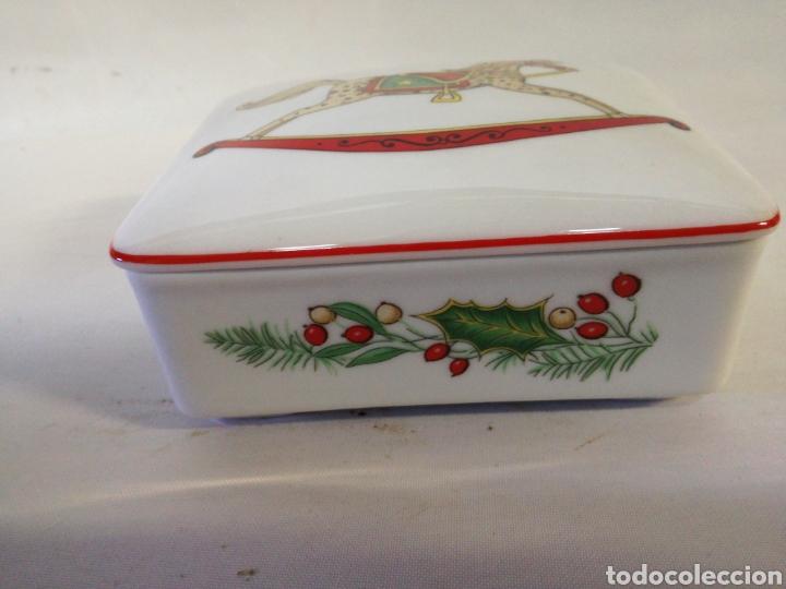 Antigüedades: Cajita de porcelana fina Portuguesa. Marca vista alegre. Caja para guardar baraja - Foto 2 - 143034073