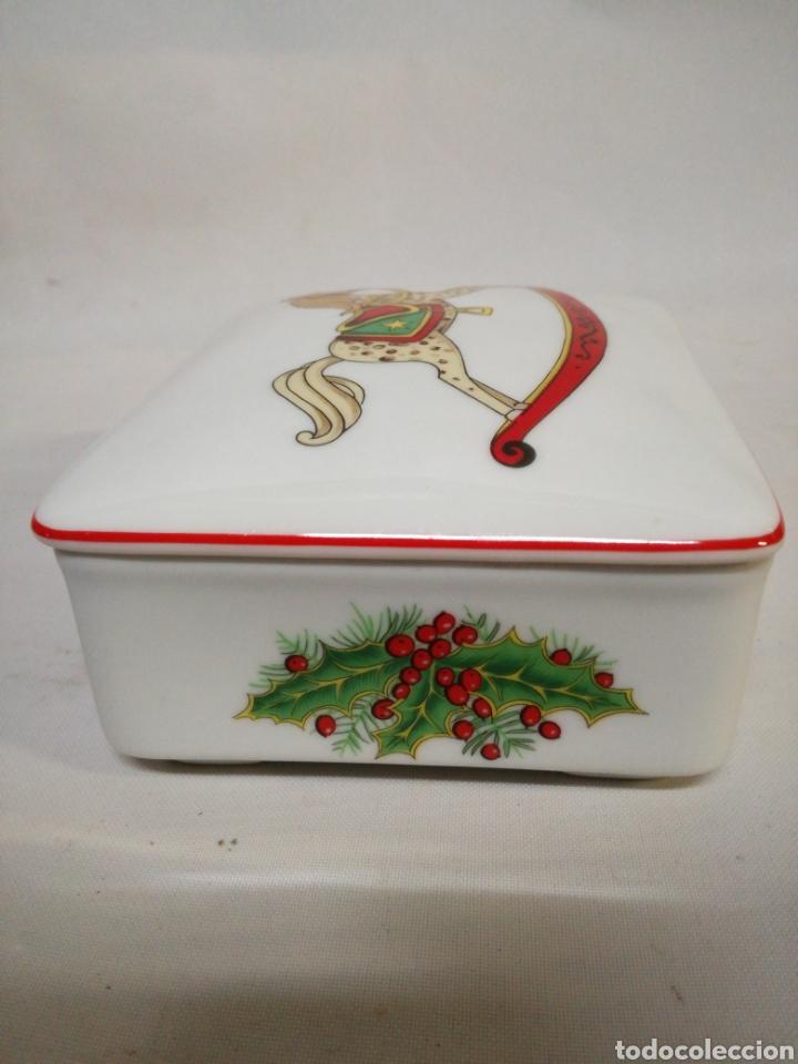 Antigüedades: Cajita de porcelana fina Portuguesa. Marca vista alegre. Caja para guardar baraja - Foto 3 - 143034073