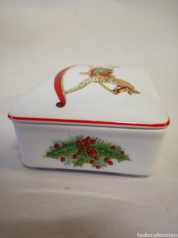 Antigüedades: Cajita de porcelana fina Portuguesa. Marca vista alegre. Caja para guardar baraja - Foto 5 - 143034073