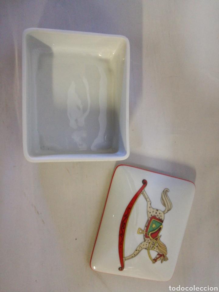 Antigüedades: Cajita de porcelana fina Portuguesa. Marca vista alegre. Caja para guardar baraja - Foto 6 - 143034073