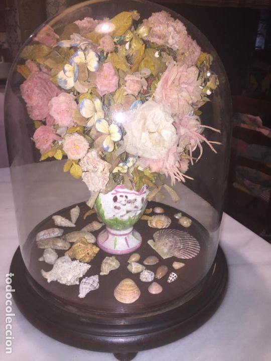 Antigüedades: Antiguo fanal de cristal soplado a mano Mallorquin peana y pomo flores de ropa isabelino siglo XIX - Foto 2 - 143041698