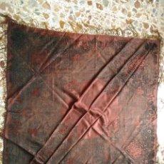Antigüedades: MANTON DE SEDA NATURAL BROCADA DE 1800. Lote 143042182