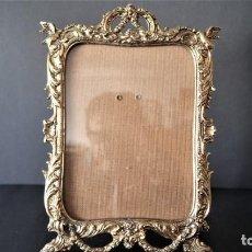Antigüedades: ANTIGUO PORTAFOTOS EN BRONCE. Lote 143044578