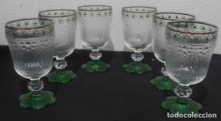 6 COPAS DE CRISTAL, VIDRIO GRUESO, CON LA BASE VERDE (Antiquitäten - Glas und Kristall - Italien)