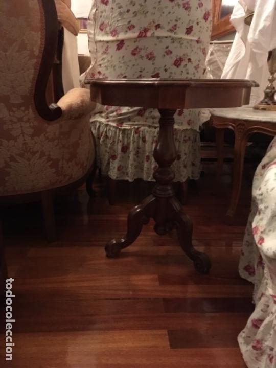 Antigüedades: Velador en madera de caoba y marquetería con decoración vegetal. Estilo Regencia. - Foto 4 - 73815063