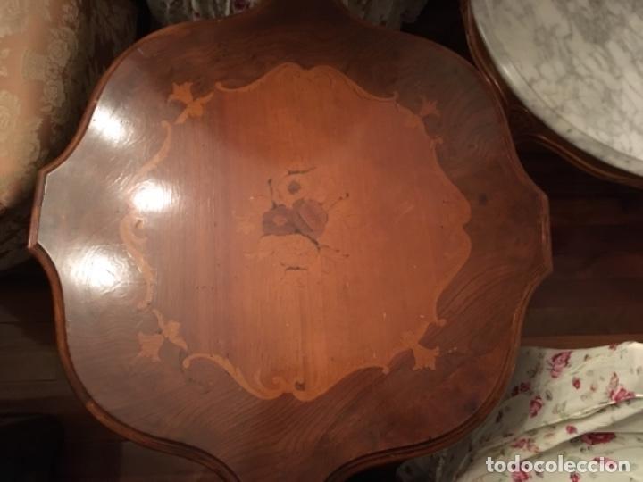 Antigüedades: Velador en madera de caoba y marquetería con decoración vegetal. Estilo Regencia. - Foto 2 - 73815063