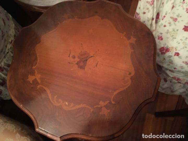 Antigüedades: Velador en madera de caoba y marquetería con decoración vegetal. Estilo Regencia. - Foto 3 - 73815063