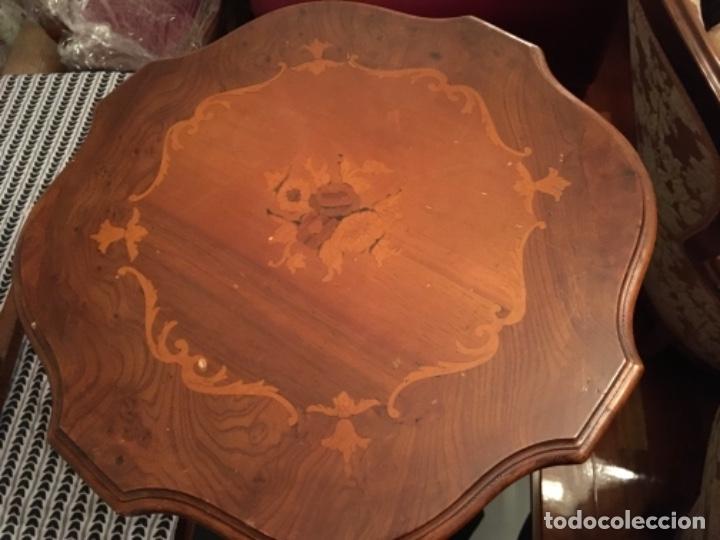 Antigüedades: Velador en madera de caoba y marquetería con decoración vegetal. Estilo Regencia. - Foto 6 - 73815063