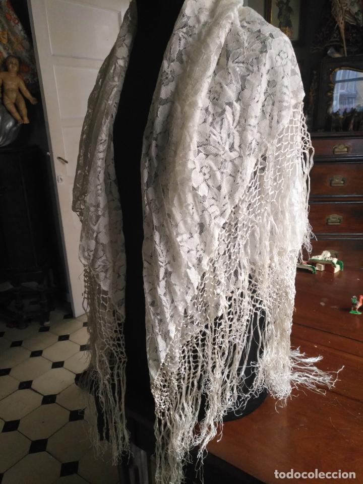 Antigüedades: manton mantoncillos encajes tipo mantilla - cuadrado 1 metro x 1 metro mas flecos hechos a mano - Foto 2 - 143138398