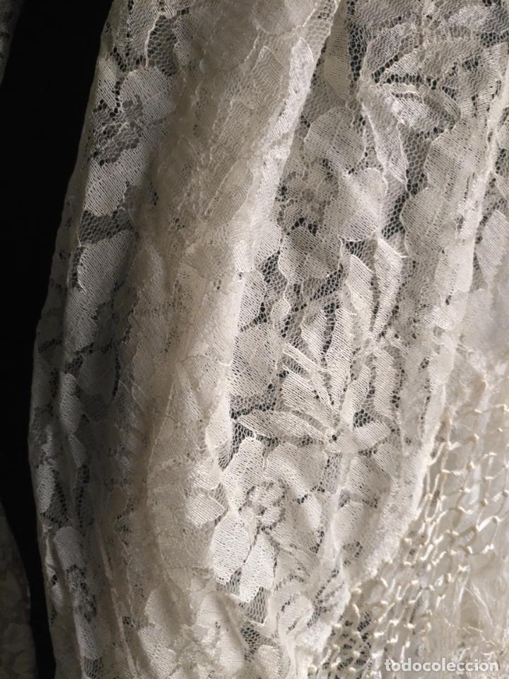 Antigüedades: manton mantoncillos encajes tipo mantilla - cuadrado 1 metro x 1 metro mas flecos hechos a mano - Foto 5 - 143138398