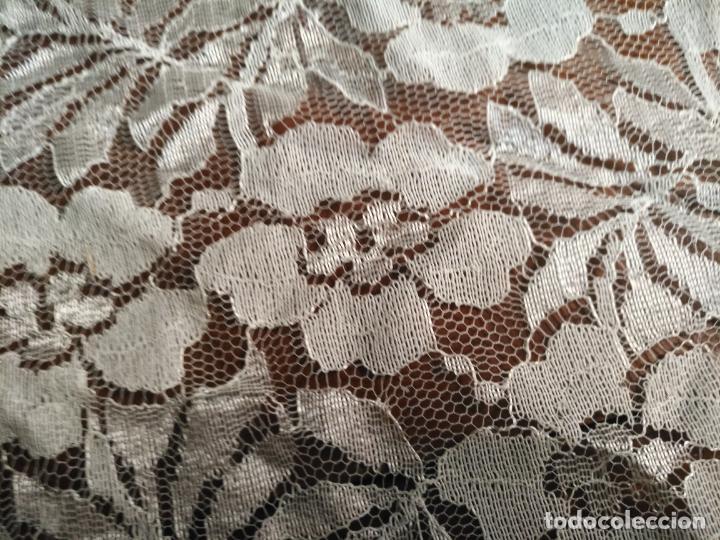 Antigüedades: manton mantoncillos encajes tipo mantilla - cuadrado 1 metro x 1 metro mas flecos hechos a mano - Foto 6 - 143138398