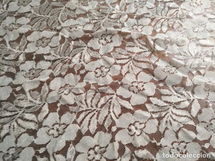 Antigüedades: manton mantoncillos encajes tipo mantilla - cuadrado 1 metro x 1 metro mas flecos hechos a mano - Foto 12 - 143138398