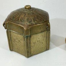 Antigüedades: ANTIGUA CAJA MOGOL DE BRONCE. Lote 143138534