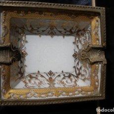 Antigüedades: CENICERO EN CRISTAL Y BRONCE. Lote 143152766