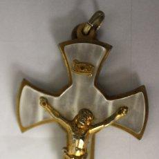 Antigüedades: CRUCIFIJO EN NACAR Y METAL. Lote 143158861