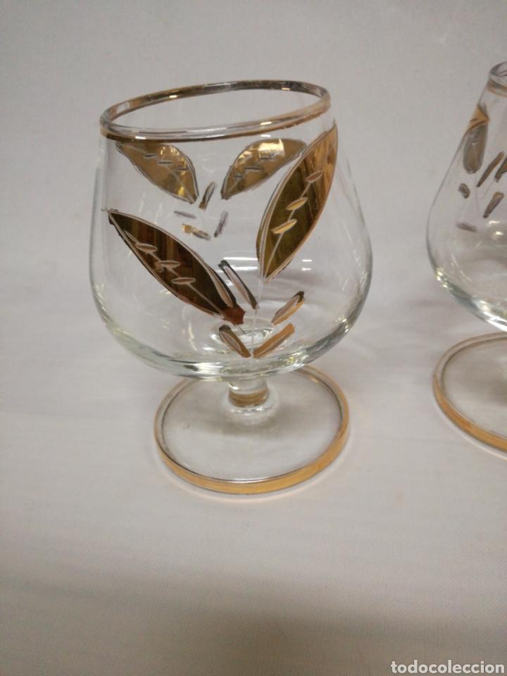 Antigüedades: Copas de Coñac Fimelsa. Años 50-60. Con hoja tallada e hilo dorado - Foto 2 - 143178484