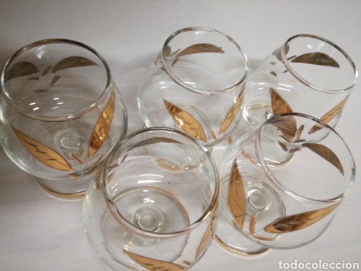 Antigüedades: Copas de Coñac Fimelsa. Años 50-60. Con hoja tallada e hilo dorado - Foto 4 - 143178484