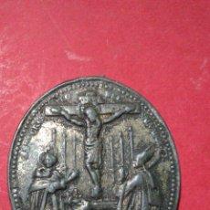 Antigüedades: ANTIGUA MEDALLA DEL CRISTO DEL SALVADOR Y N S D LOS DOLORES. 3,2 X 4 CM.. Lote 143197465