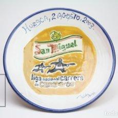 Antigüedades: PLATO DE BARRO - CERVEZA SAN MIGUEL / LIGA NACIONAL CARRERA DE CAMAREROS - HUESCA, 2 AGOSTO 2003. Lote 143287890