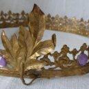 Antigüedades: ANTIGUA CORONA DE LÁMINA DE BRONCE - NOVIA IMAGEN - S.XX. Lote 143289062