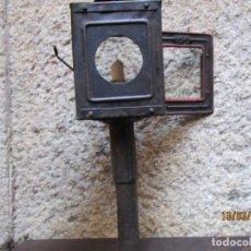 Antigüedades: ANTIGUO FAROL DE CARRUAJE O SIMILAR APROX COMIENZOS XX, DE HOJALATERO 38CM ALTO 800GR +INFO 1S. Lote 143308230