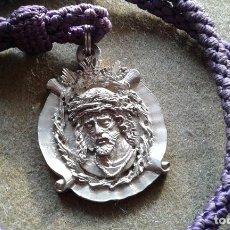 Antigüedades: MEDALLA CON CORDON DEL SANTISIMO CRISTO DE LA BONDAD - SEVILLA - IGLESIA DE SAN LEANDRO. Lote 143318510